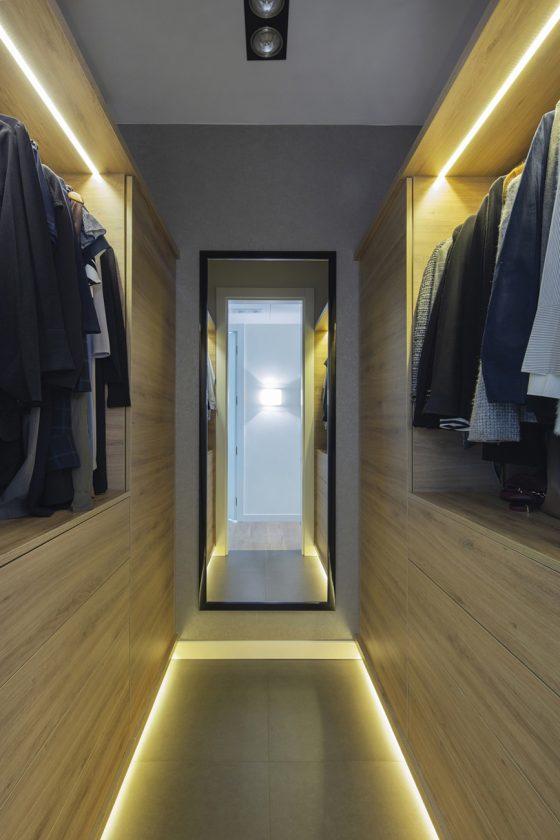 pralka w garderobie